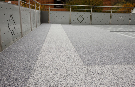 DRAINfloor Terrasse mit den Farben Zink und Silber