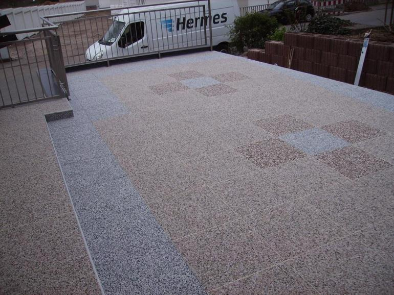 DRAINfloor Terrasse mit Latte Macchiato und Espresso und Felsgrau