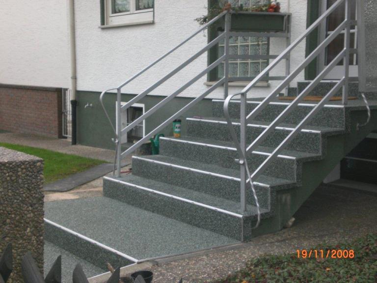 Eingangstreppe mit RENOfloor Steinteppich selbst verlegt