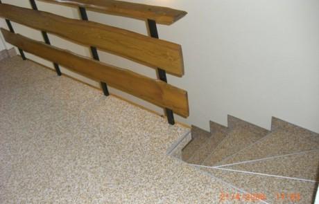Steinteppich Beschichtung im Innenbereich mit Treppenabgang