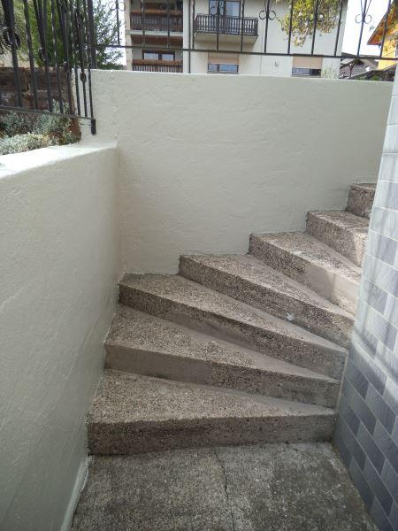 Alte Betonteppe die in die Jahre gekommen ist und eine Treppensanierung nötig hat
