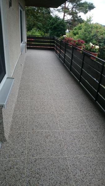 Sanierter Balkon mit frostsicheren DRAINfloor Steinteppich