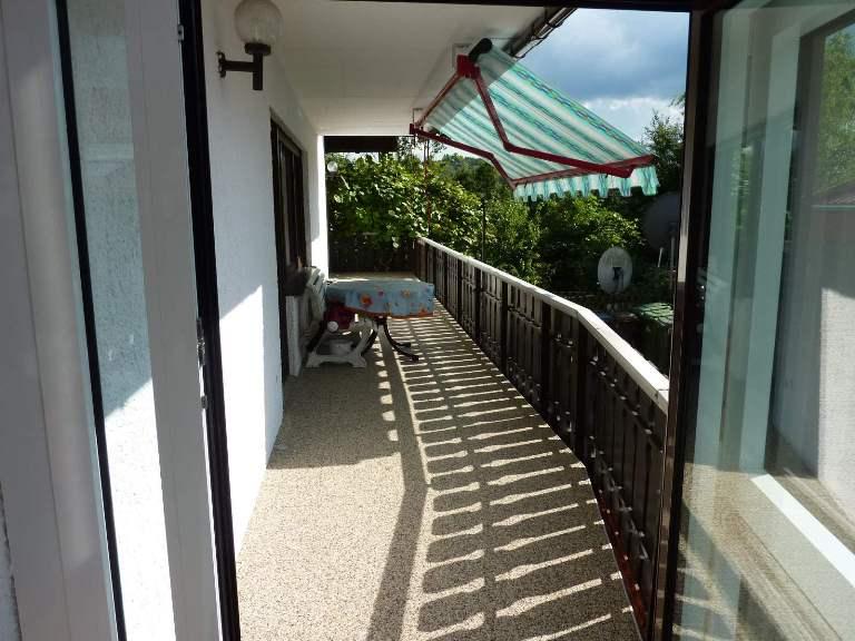 Balkon Boden saniert mit RENOfloor Steinteppich