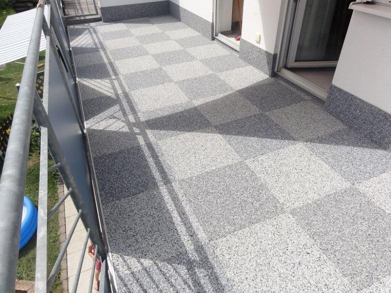 Balkon nach Sanierung mit RENOfloor Steinteppich