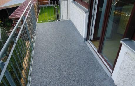 Balkon mit DRAINfloor Steinteppich saniert