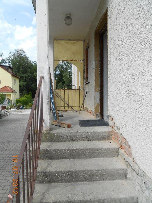 Aus Alt mach Neu - Treppensanierung mit Steinteppich vorher