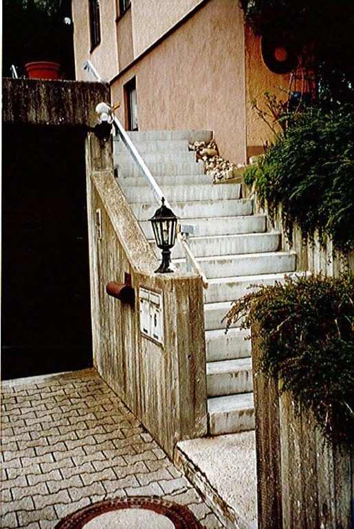 Betonrettung durch Steinteppich Fliesen - Treppensanierung vorher