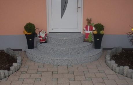 Steinteppich selbst verlegen - mit RENOfloor auch auf runden Treppen
